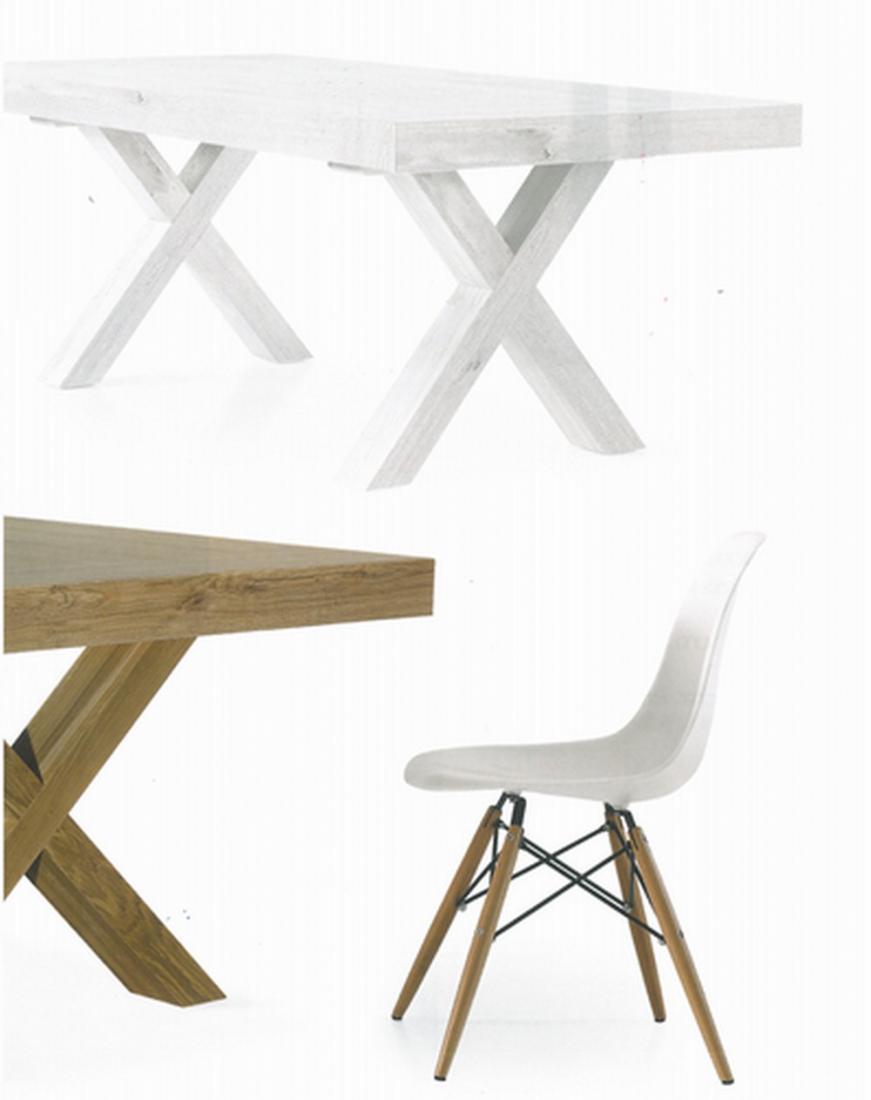 Sedia in plastica bianca con gambe in faggio for Sedia plastica bianca