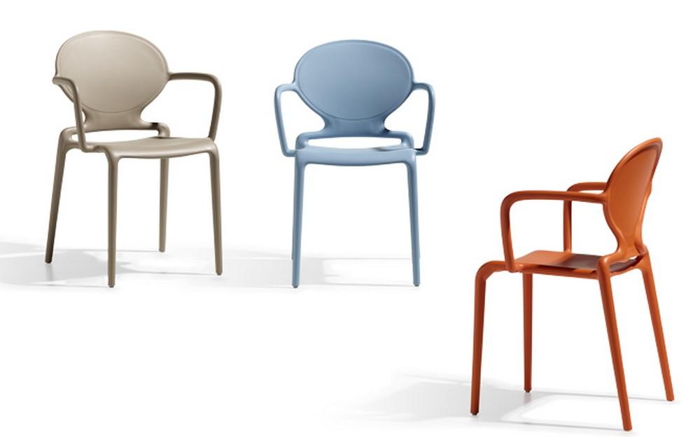 Sedia impilabile in tecnopolimero gio con braccioli per for Sedie design con braccioli