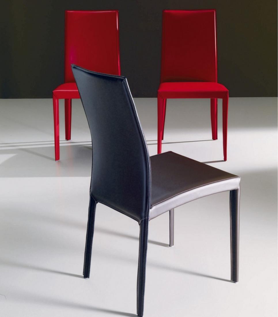 Sedia Kefir di Bontempi con struttura in acciaio rivestita in cuoio