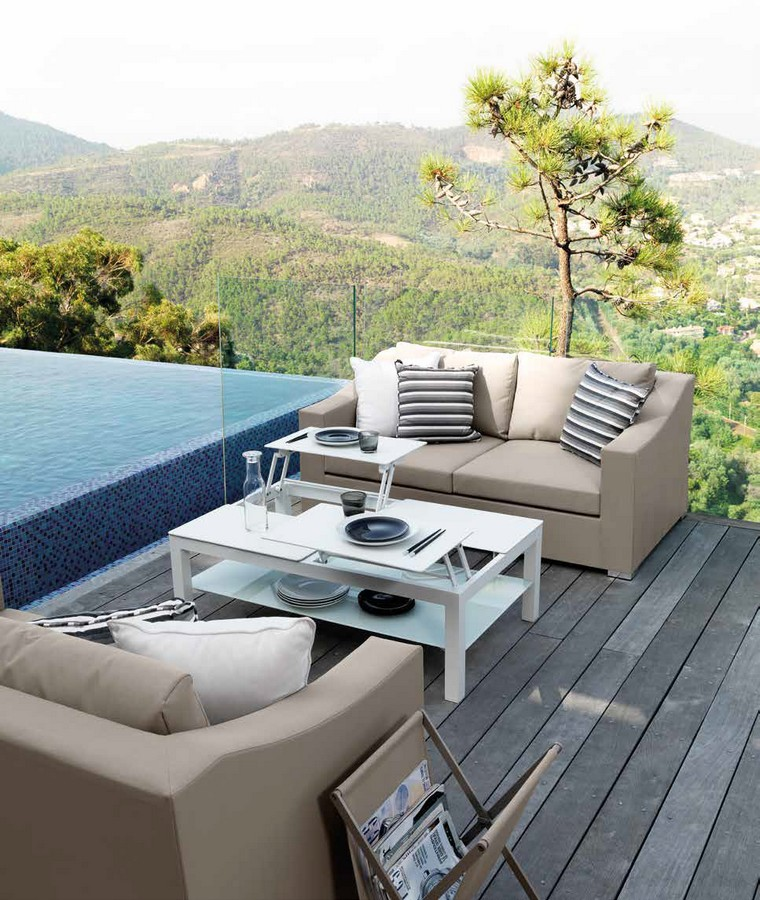 Chic occasional sofa by Talenti for outdoor use