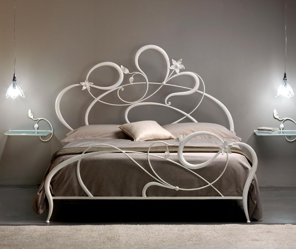 Letto matrimoniale in ferro battuto anemone di cosatto dalle linee romantiche - Letto matrimoniale ferro battuto bianco ...
