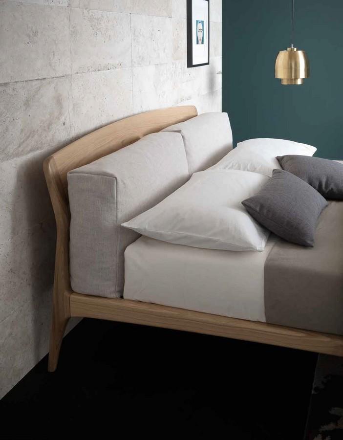 Letto nice di altacorte in legno massiccio - Letto con cuscini ...