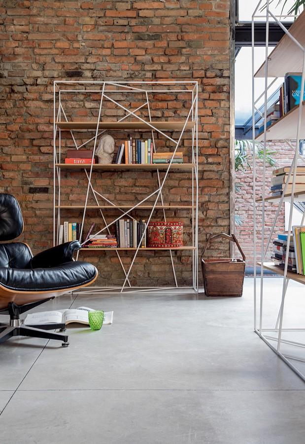 Letti Castello Legno Design Particolare : Libreria naviglio di tonin casa con ripiani in vetro o legno