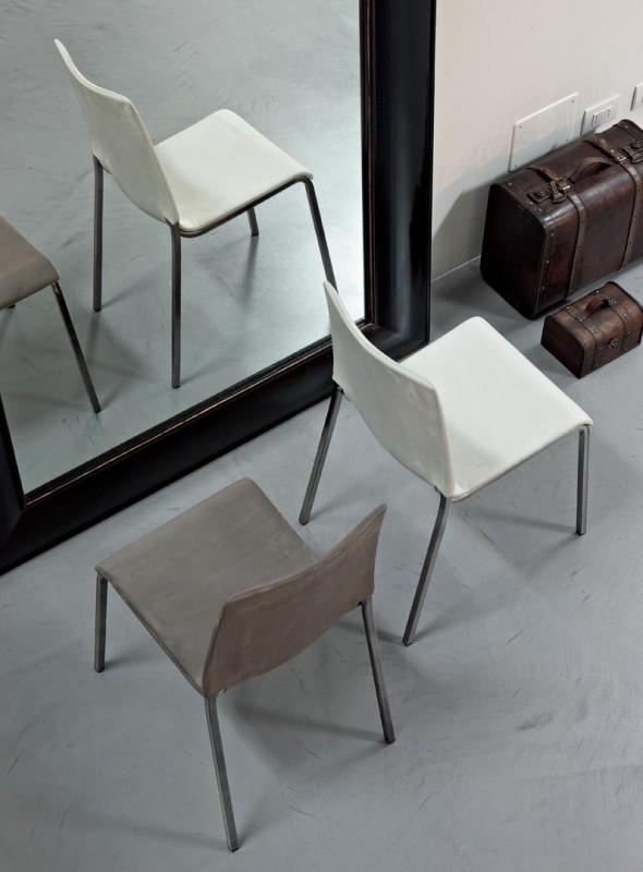 Eva Bontempi chaise empilable, assise en polypropylène, tissu ou cuir