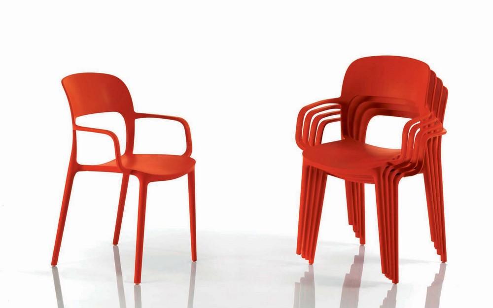 sedia impilabile con braccioli gipsy di bontempi in plastica