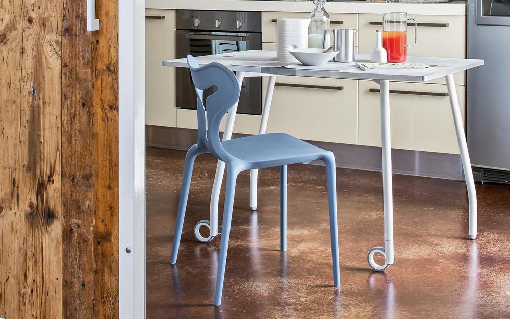 Sedia impilabile in plastica area51 di calligaris in for Sedie moderne design
