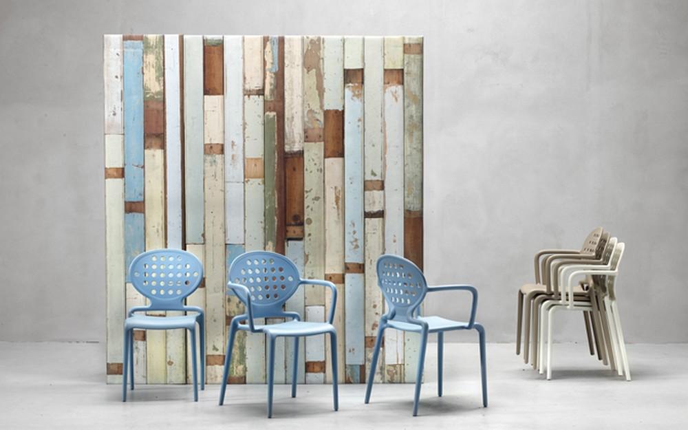 Sedie Di Plastica Impilabili.Sedia In Plastica Impilabile Con Braccioli Colette Di Scab Design