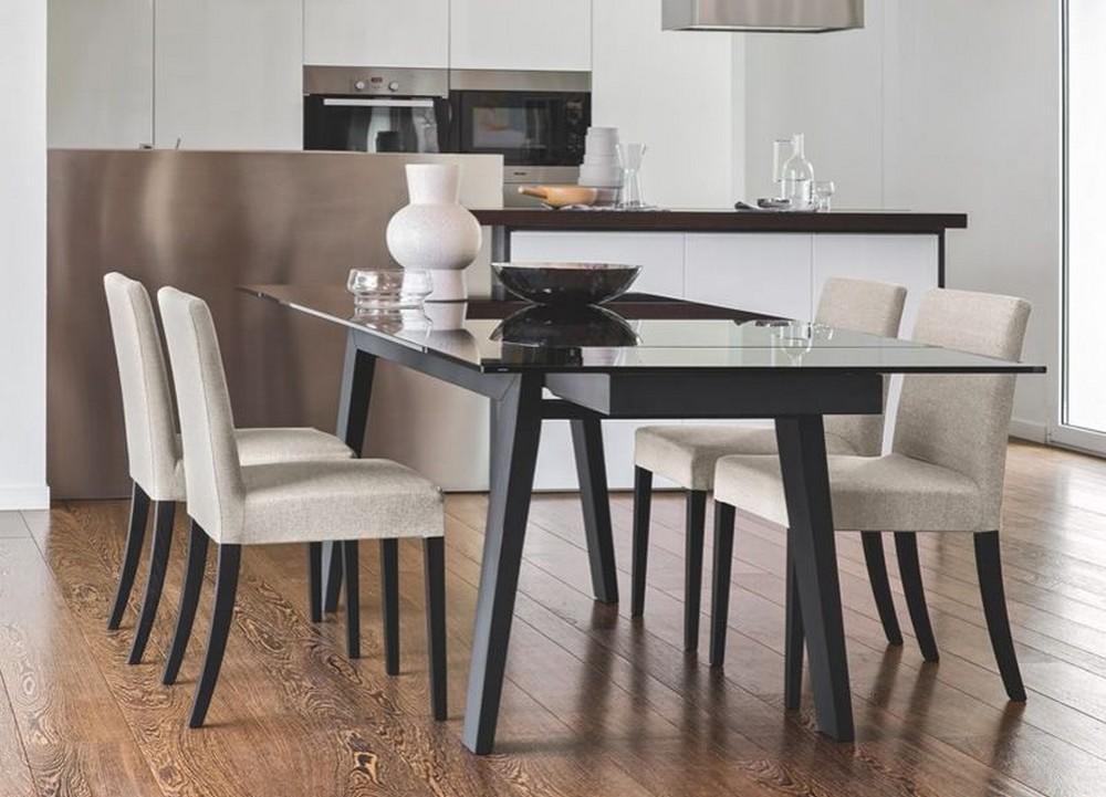 Sedia latina low di calligaris con gambe in legno for Tavoli in cristallo