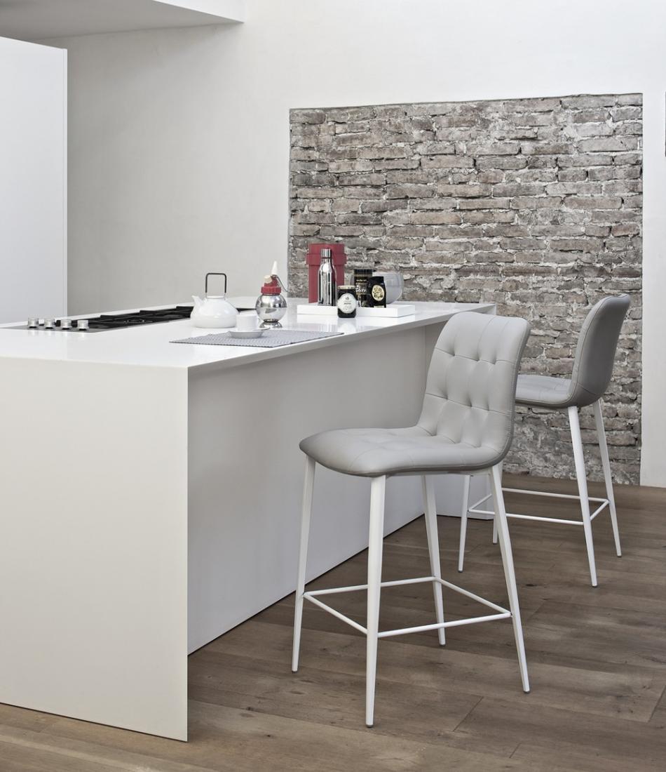 Lampadari per salone classico - Sgabelli cucina in legno ...