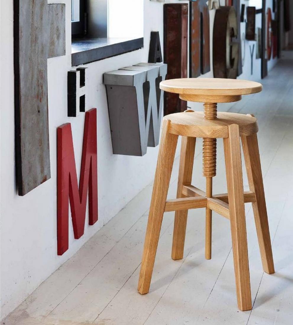 Sgabello move di altacorte in legno rovere o noce moderno for Sgabelli bar legno