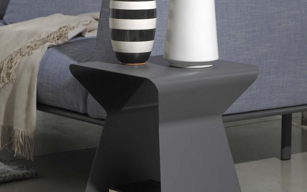 Tavolino kito di bontempi in acciaio disponibile in diverse finiture