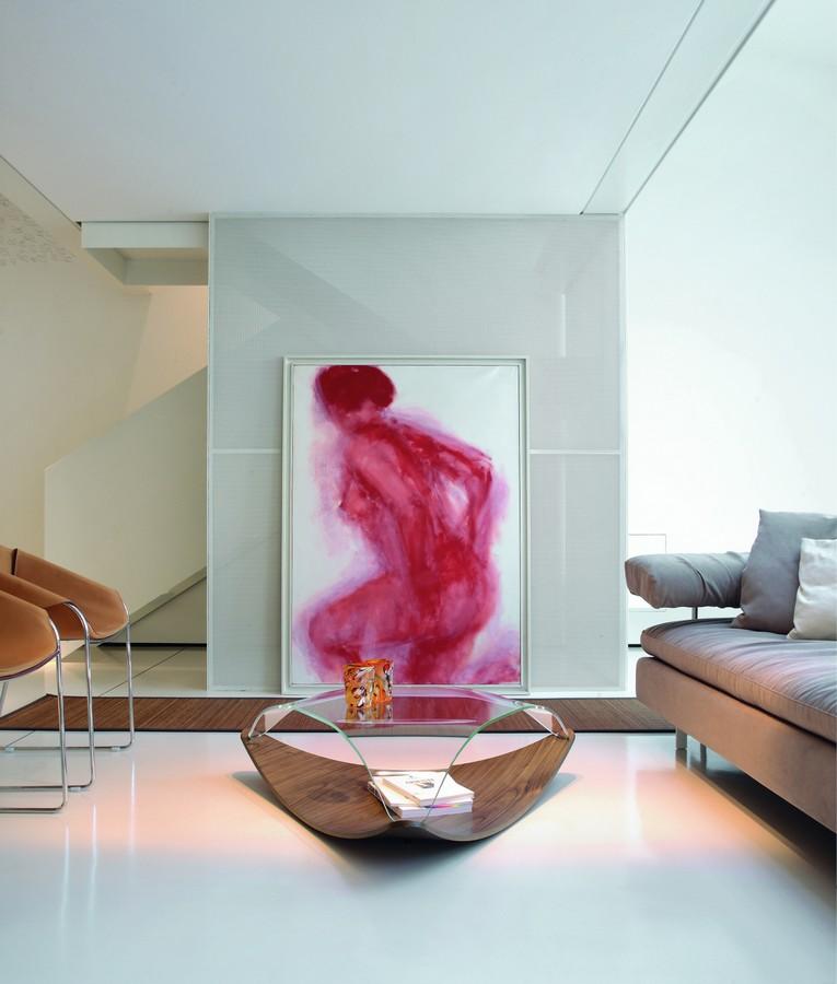 Tavolino quiet di tonin casa in legno con top in vetro curvato for Tavolini in legno e vetro