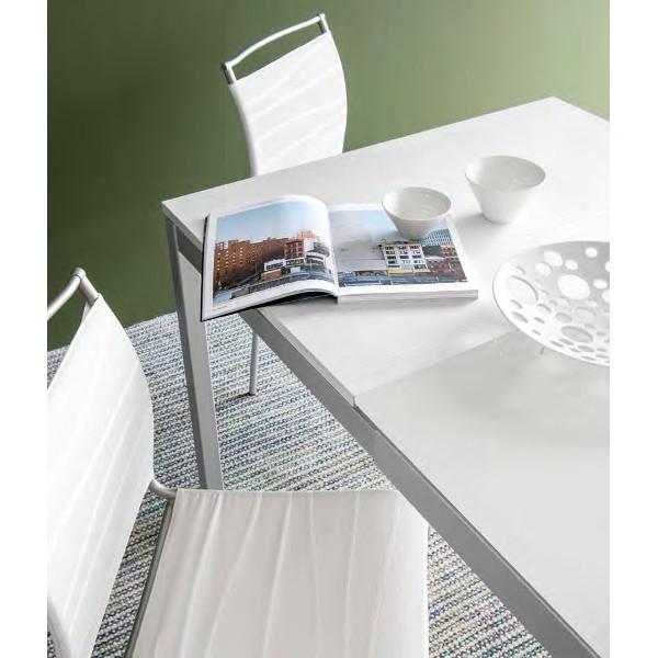 Tavolo allungabile snap di connubia con struttura in for Tavolo vetro calligaris