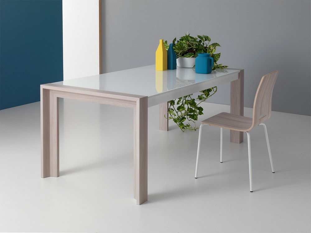 Jupiter Point House extendable table with metal legs in MDF