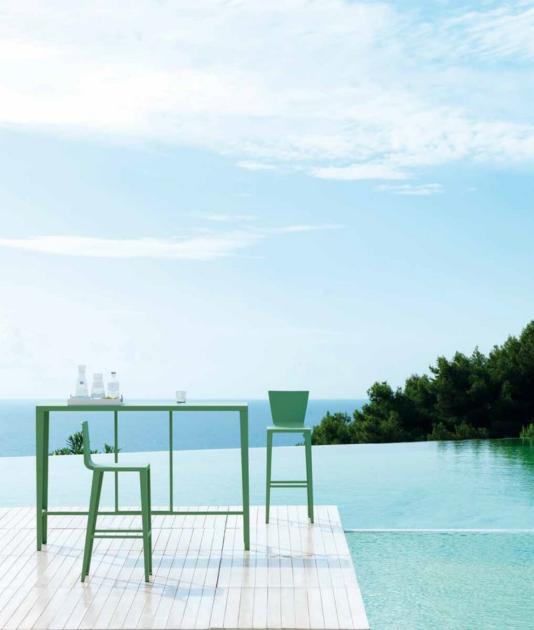 Tavolo in metallo di vermobil skyline per esterno for Ambienti esterni giardini