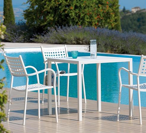 Tavolo da esterno impilabile in metallo quatris di vermobil - Tavolo ferro giardino ...