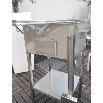 Barbecue artigianale a carbone in acciaio inox