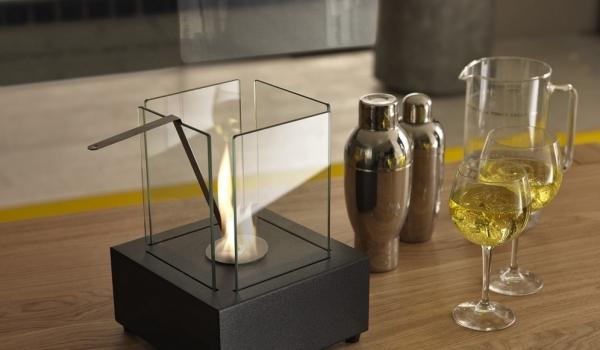 Caminetto a bioetanolo da tavola a base quadrata in metallo