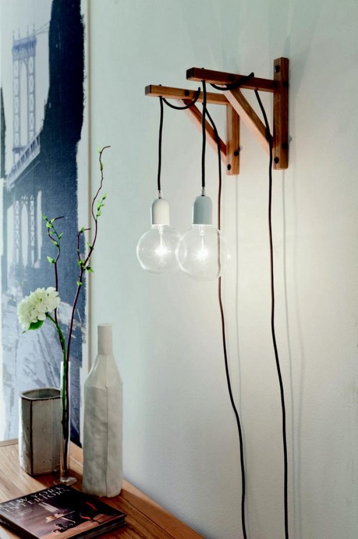 Lampada a parete di Altacorte con angolo in legno