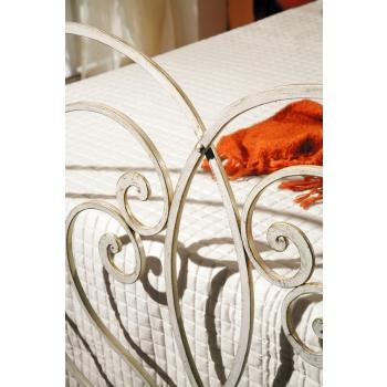 Letto matrimoniale Frannie in ferro battuto prodotto artigianalmente