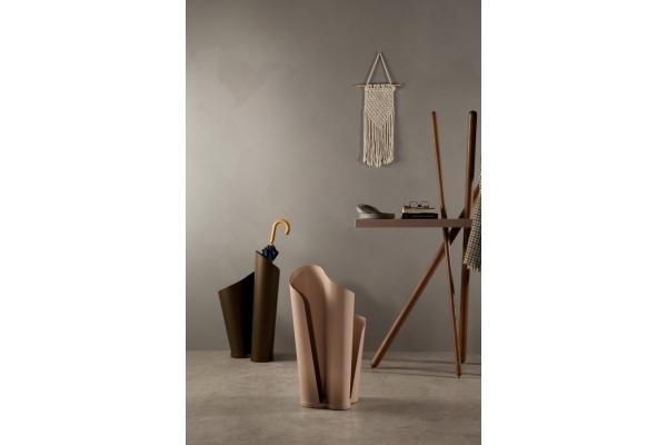 Portaombrelli in metallo curvato narciso di tonin casa for Piani di casa in metallo