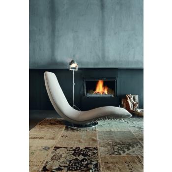 Ricciolo di Tonin Casa una chaise longue che diventa poltona
