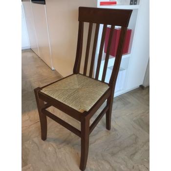 Sedia Camilla di Arredamento Pari con struttura in legno e seduta impagliata