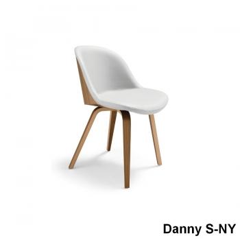 Sedia Danny di Midj con base in legno e scocca imbottita