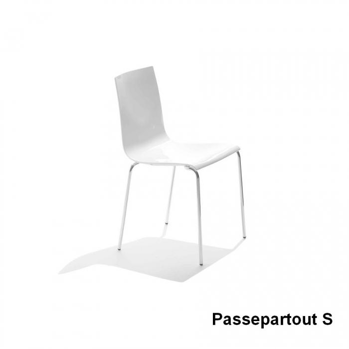 Sedia impilabile Passepartout di Midj per uso interno e esterno