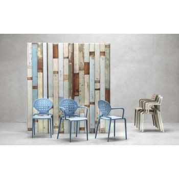 Sedia in plastica impilabile Colette con braccioli di Scab Design