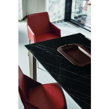 Sedia Sally di Bontempi con la struttura interamente in acciaio laccato o legno massello
