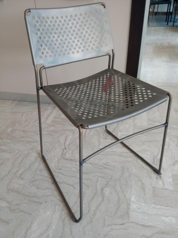 Sedia Slim S di Midj interaemente in acciaio da interno o esterno anche rivestito