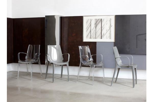 Sedia Vanity in plastica di Scab Design con braccioli