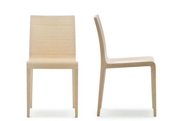Sedia young in legno multistrato curvato in varie finiture