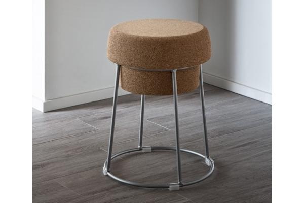 Sgabello Bouchon di Domitalia con sedile in sughero