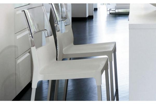 Sgabello impilabile diva di scab design con struttura alluminio