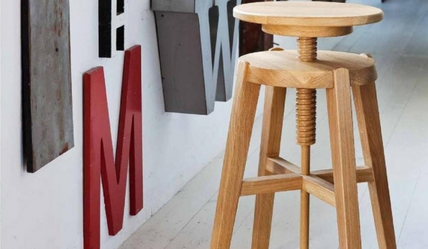 Sgabello move di altacorte in legno rovere o noce moderno e di design