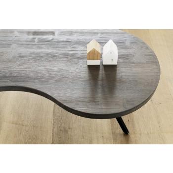 Tavolino da caffè Bean di Altacorte in legno di abete con gambe in ferro