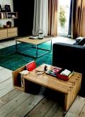 Tavolino di Altacorte Snake di Altacorte dalle linee uniche interamente realizzato in legno