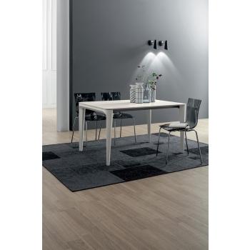 Tavolo allungabile Dafne di Tonin con struttura e piano in legno