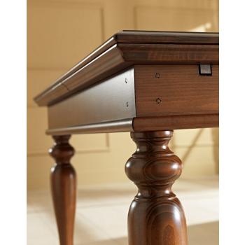 Tavolo dallo stile classico Siena di Benedetti quadrato interamente in legno