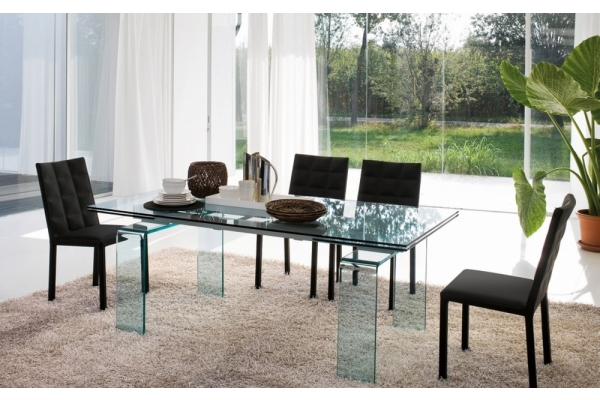 Tavoli in vetro allungabili e di design moderno per for Casa di vetro contemporanea