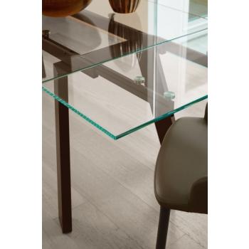 Tavolo Gulliver di Ingenia Bontempi allungabile con piano in cristallo e gambe in acciaio