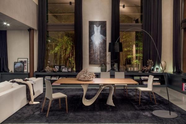 Tavolo in vetro dal design unico e intramontabile  Wave di Tonin Casa