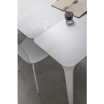 Tavolo Light di Tonin Casa adatto per chi ama la perfezione minimale