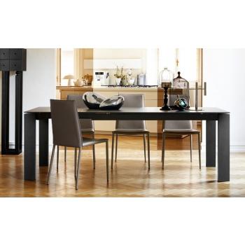 Tavolo Sigma Glass di Connubia by Calligaris allungabile con gambe in legno