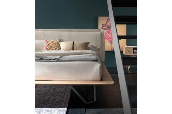 Doppelbett aus Altacorte mit gepolstertem Kopfteil