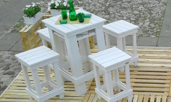 Tre sgabelli da bar fotografia stock immagine di siedasi