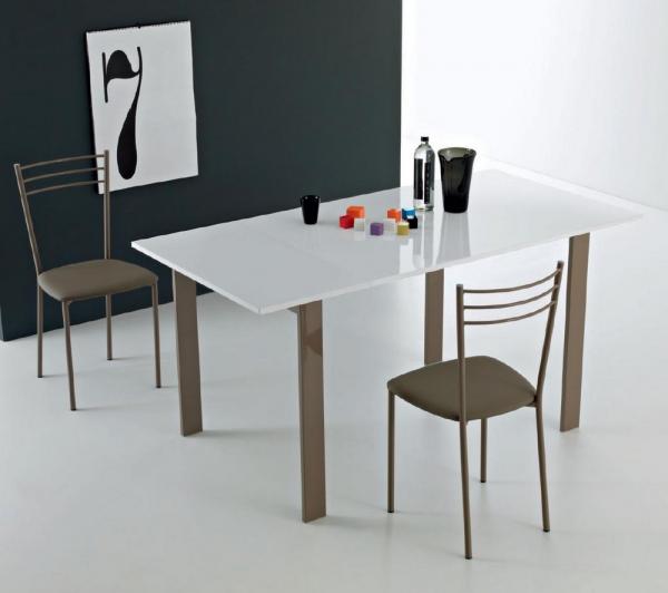 Einfach ausziehbarer Point House Tisch