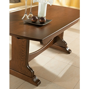 Table classic style Equipped with Benedetti entirely of wood